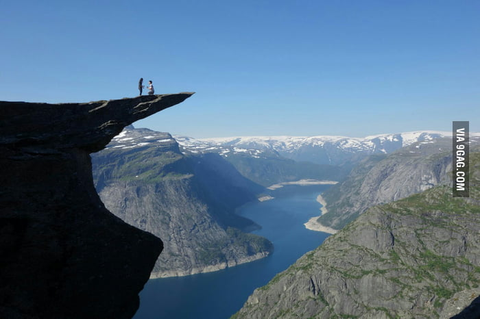 Proposed to my girl in Norway. Thank you traveler for taking this awesome photo