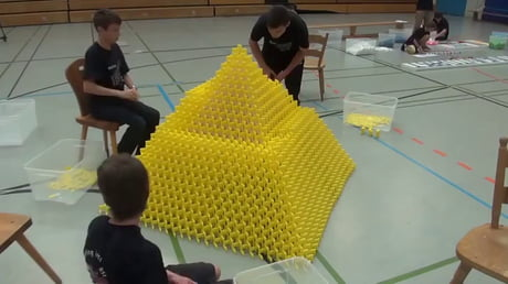 Making a world record domino pyramid