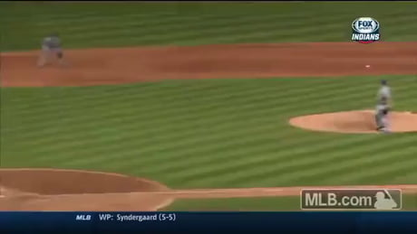 Ridiculously skillful baseball play from Royals game.