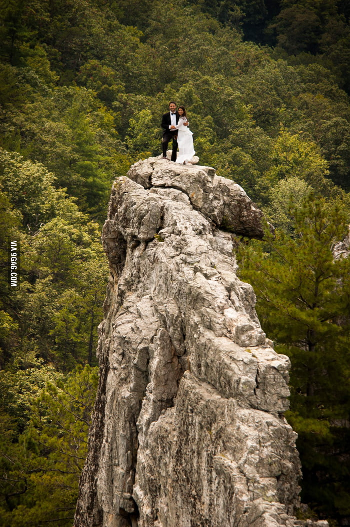Awesome wedding pic of a rock climber couple