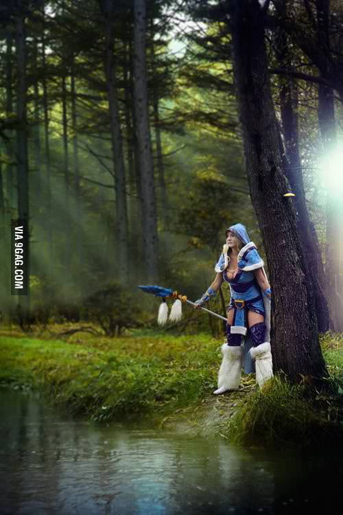 Rylai Crestfall Cosplay.