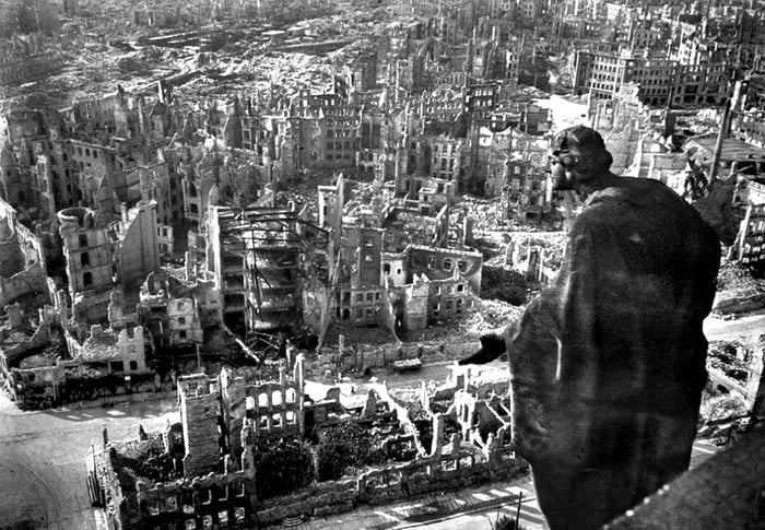 Today in history (13.2.) British and American bombers destroy German city of Drezden in 1945, with no military significance, killing 30.000 civilians.