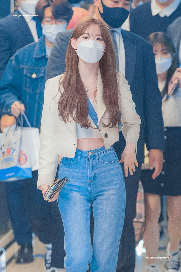 Photo : 210429 Miyawaki Sakura @ Incheon Airport
