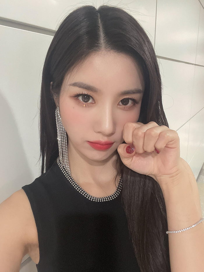 Photo : 210908 Kwon Eunbi Twitter Update