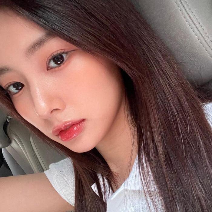 Photo : 210717 Kang Hyewon Instagram Update