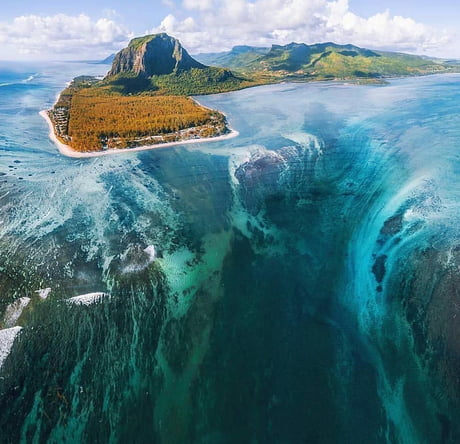 Awesome An underwater waterfall of the coast if the Mauritius island.