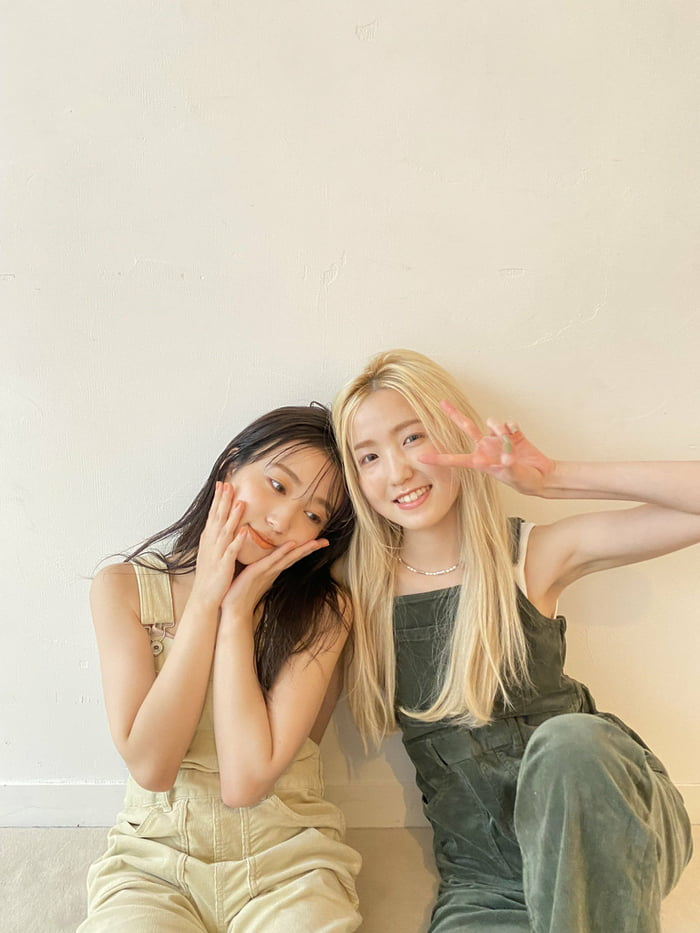 Photo : Nako and Hitomi