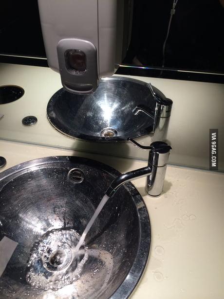 дзеркало не відображає воду