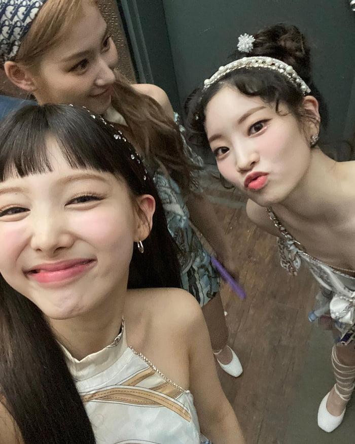 Photo : TWICE - Nayeon, Dahyun, & Sana