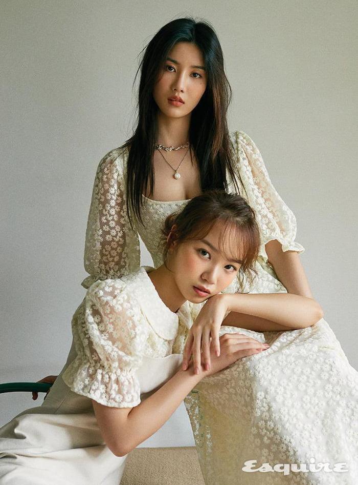 Photo : Eunbi and Chaewon