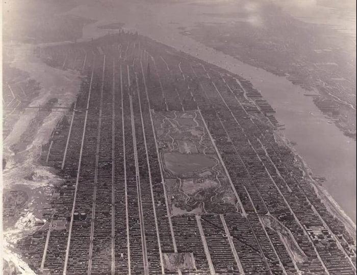 An aerial photo of Manhattan in 1931