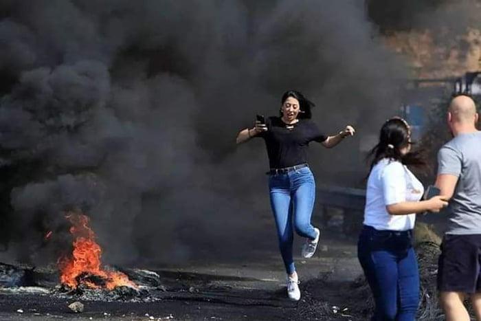 Lebanese cute protester