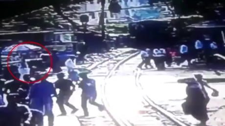 Gateman rescues youth lying on train tracks at the last second in Bangladesh