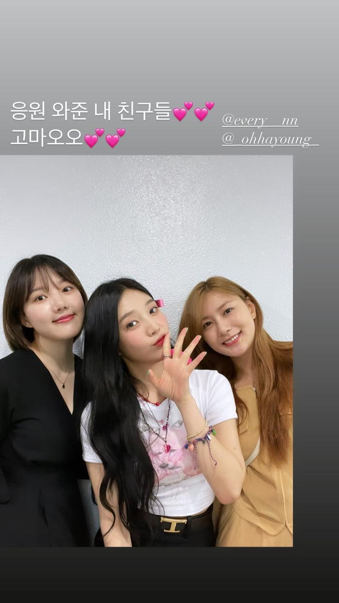 Photo : Red Velvet Joy Instagram Story with Yerin & Apink Hayoung