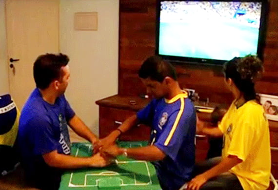 Brazilian Teacher Helps Blind and Deaf Friend Experience Live World Cup Matches