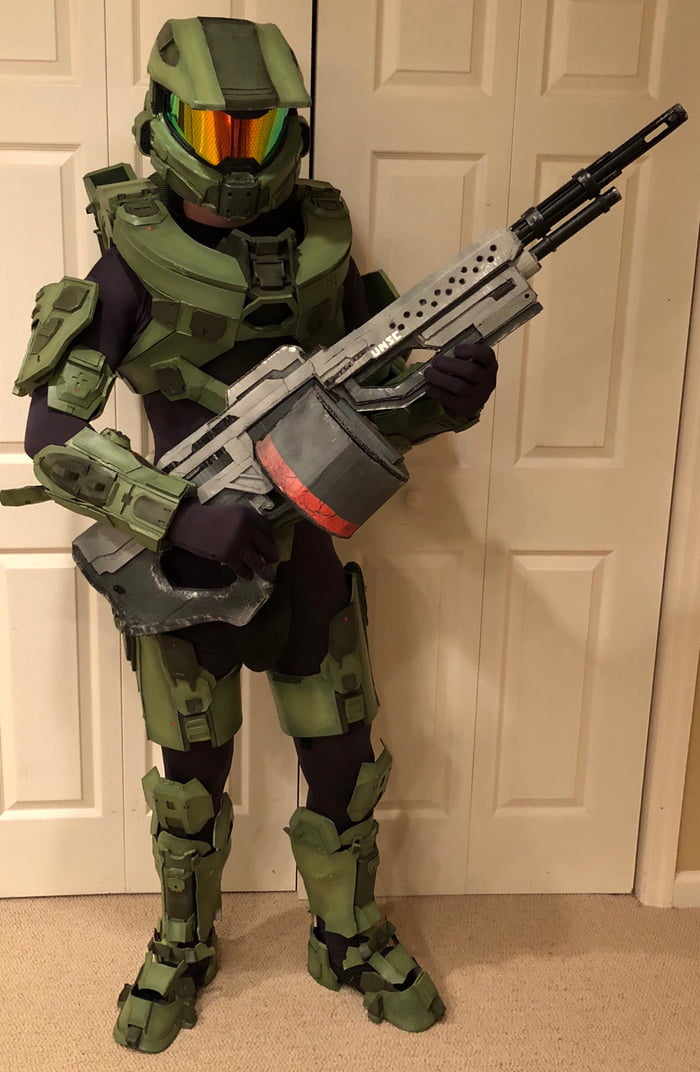 Hello 9gag, after a year I have finally finished my Master Chief cosplay! What do you think?