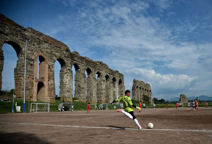 Roma, Italia | Sumber: 9gag