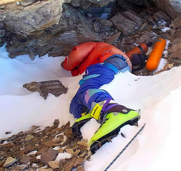 """""""Green Boots"""" a climber that froze to death while Climbing Mt Everest in 1996 - and he is still there."""