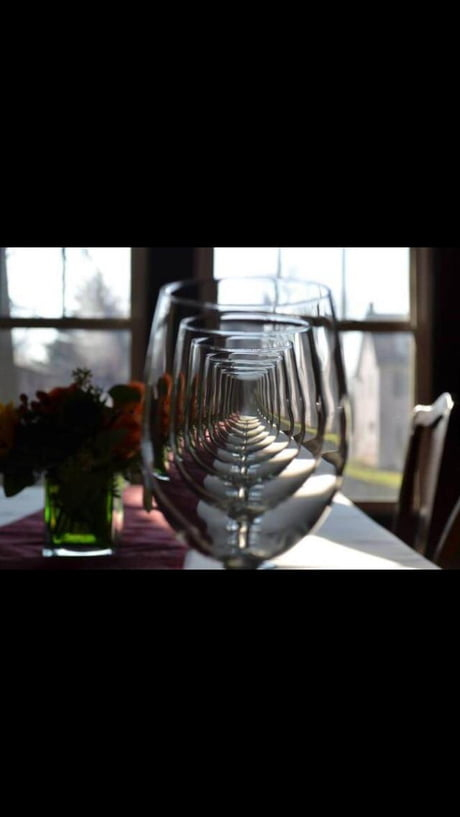 The way these wine glasses are lined up.