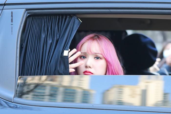 Photo : Eunha is so sad!