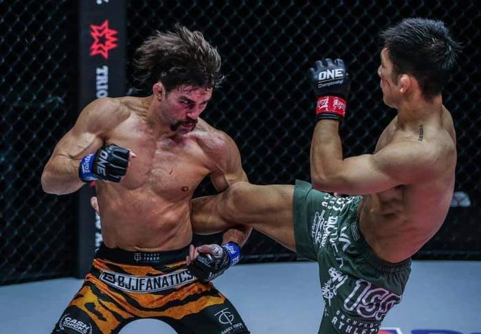 Garry Tonon catching Koyomi Matsushima's body kick