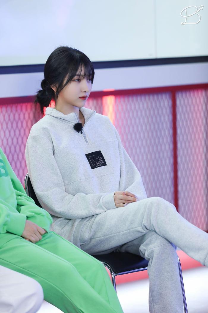 Photo : Sowon waiting!