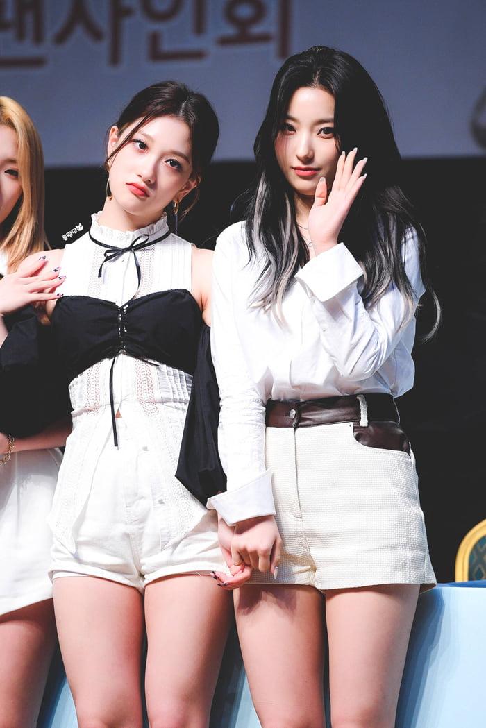 Photo : Seoyeon & Saerom - Fromis_9