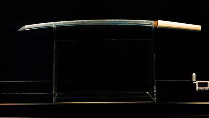 Japanese samurai sword, The Sword Of Heaven is forged from a meteorite that landed in Namibia 4 billion years ago. The renowned blacksmith Yoshindo Yoshi crafted the blade of the sword from a fragment of the massive Gibeon iron meteorite. Making it out of this world.