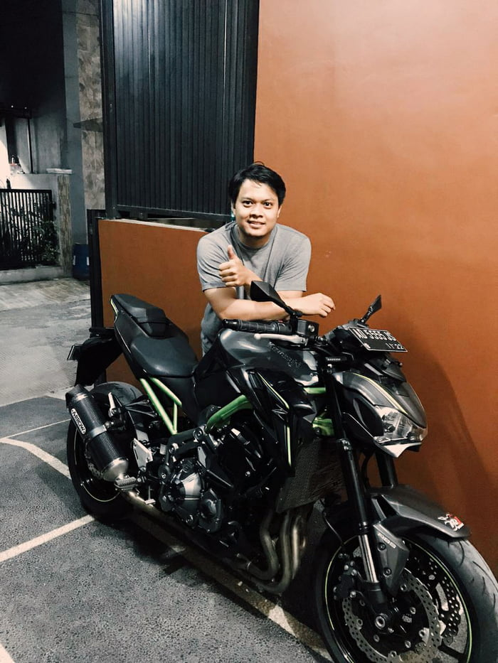 Finally, after working as a beverage machine technician for about 8 years I've got my 1st four cyl beast. I feel like a dream everytime I ride it, but actualy my dream come true this time. Wish me luck guys (sorry for bad english)