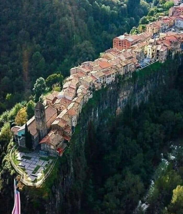 This village is built on a basaltic cliff more than 50m high and spreads about 1 kilometers long.(Castelifollit de La Roca, Spain)