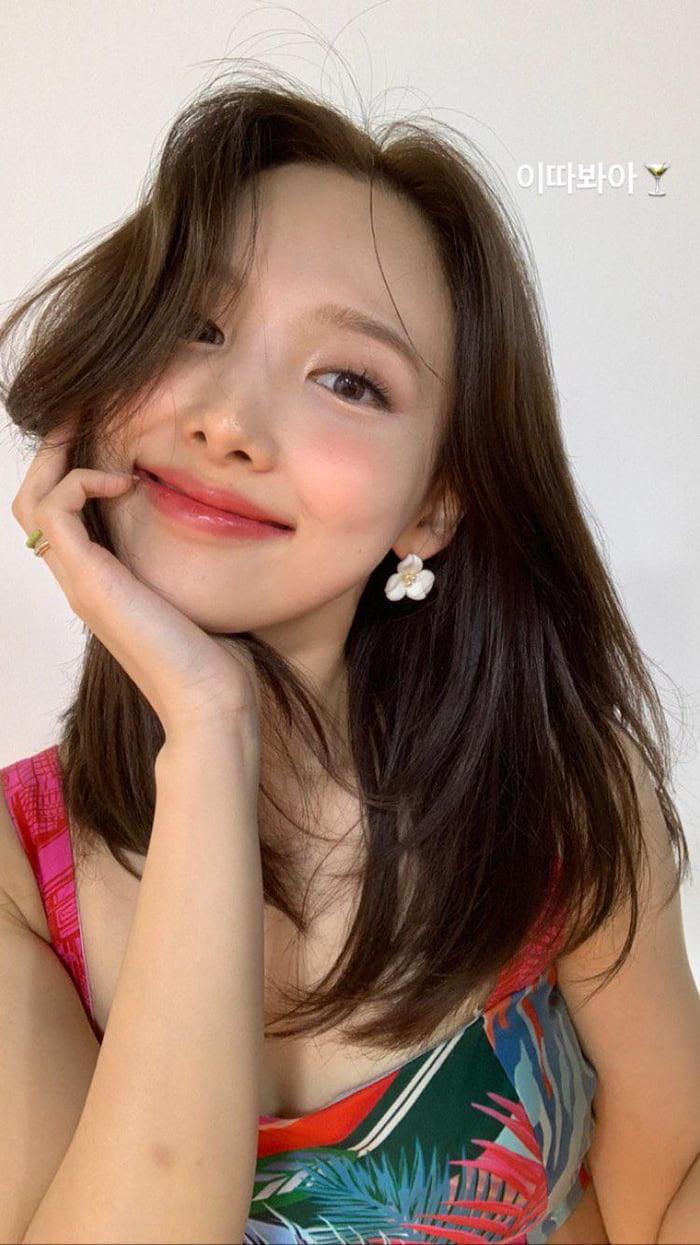 Photo : Twicetagram story update - Pretty Nayeon
