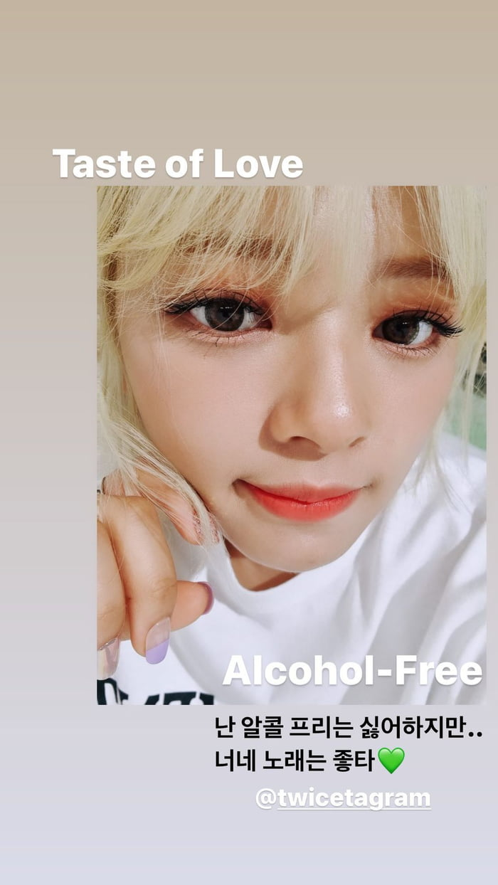 Photo : 0Seungyeon Instagram Story Update - Seungyeon posted a selca from Jeongyeon