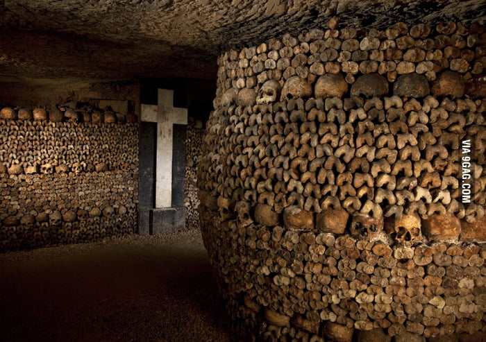Paris underground catacombs, unforgettable visit