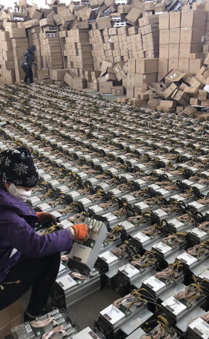 Chinese Bitcoin mine being packed up after ban