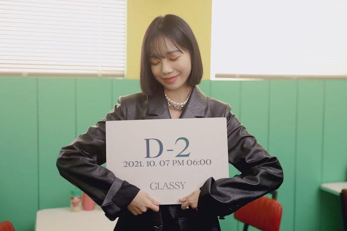 Photo : 211005 Jo Yuri - The 1st Single Album 'GLASSY' D-2