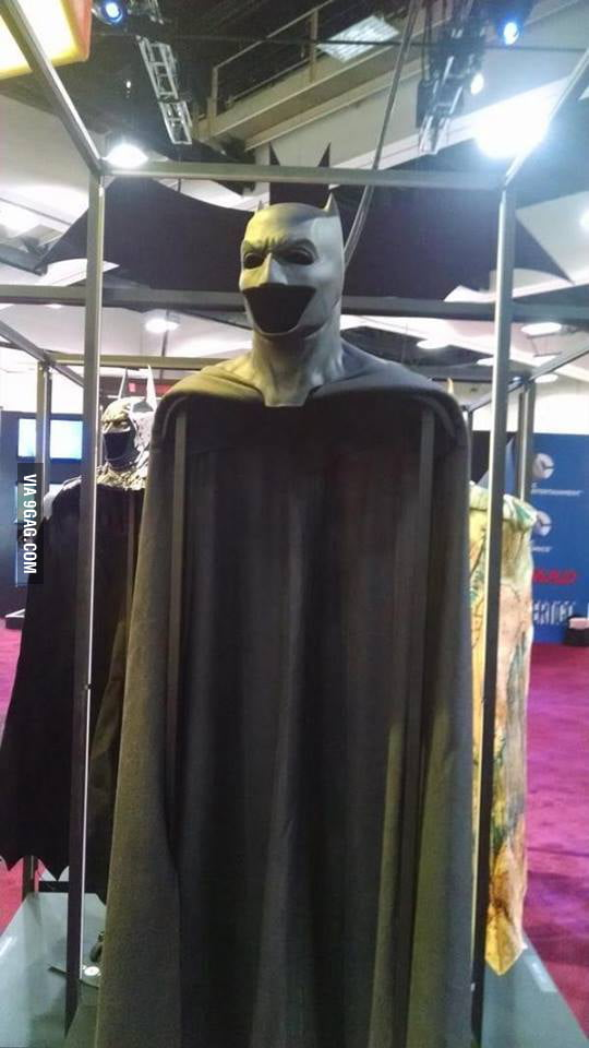 Ben Affleck's 'Batman v Superman: Dawn of Justice' Batsuit is on display at Comic-Con