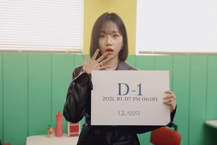 Photo : 211006 Jo YuRi 1st Single Album 'Glassy D-1