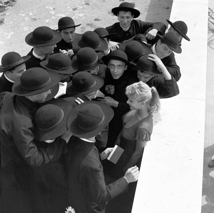 Jovens sacerdotes encontram seu primeiro pecador