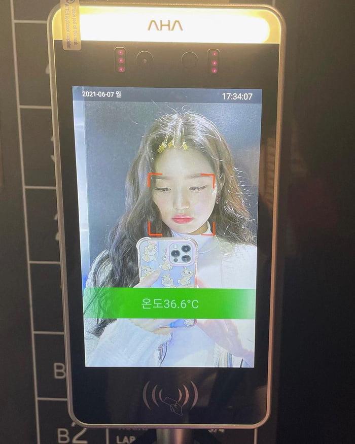 Photo : 210609 Jang Wonyoung Instagram Update