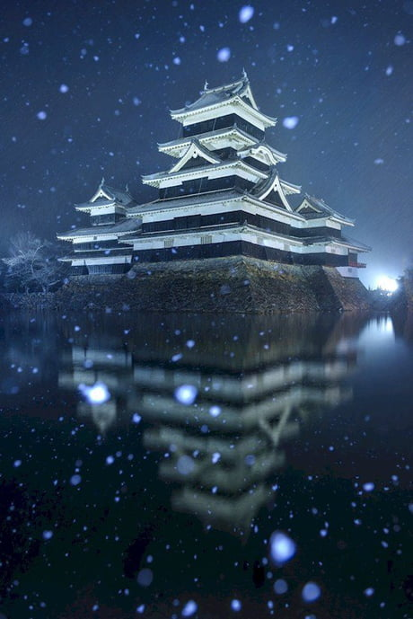 'Matsumoto Castle' in Japan looks magical in the snow! 1