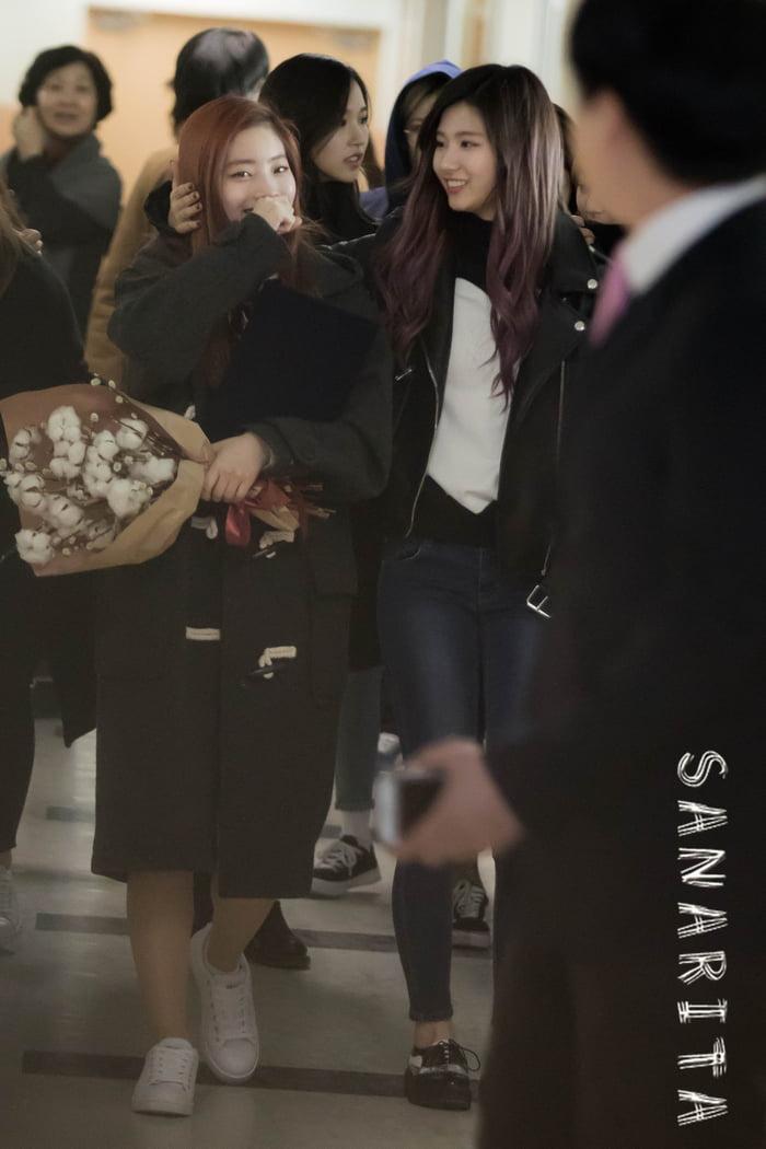 Photo : Sana and her baby Dahyun!