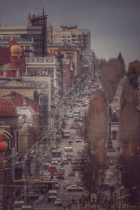 """Almost 2 miles of street was photographed via 500mm lens. This is example how telephoto lens can """"shrink"""" perspective"""