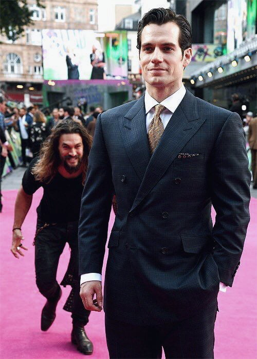 This is far most the best thing I've seen on internet. Aquaman sneaking up to Superman