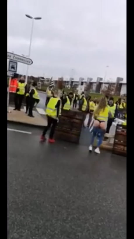 """Video: The """"French"""" way of protesting."""