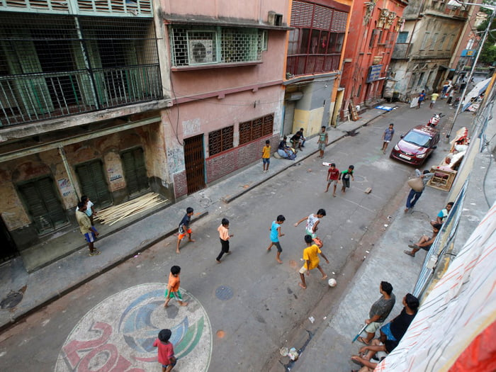 Jalanan di Kolkata, India | Sumber: 9gag