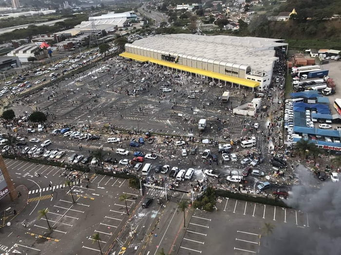 Looted superstore in Durban, SA looks like something out of a zombie apocalypse movie