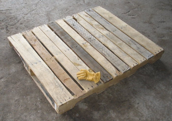 Finally after 3 months of hard work I managed to make an pallet out of an old wooden table