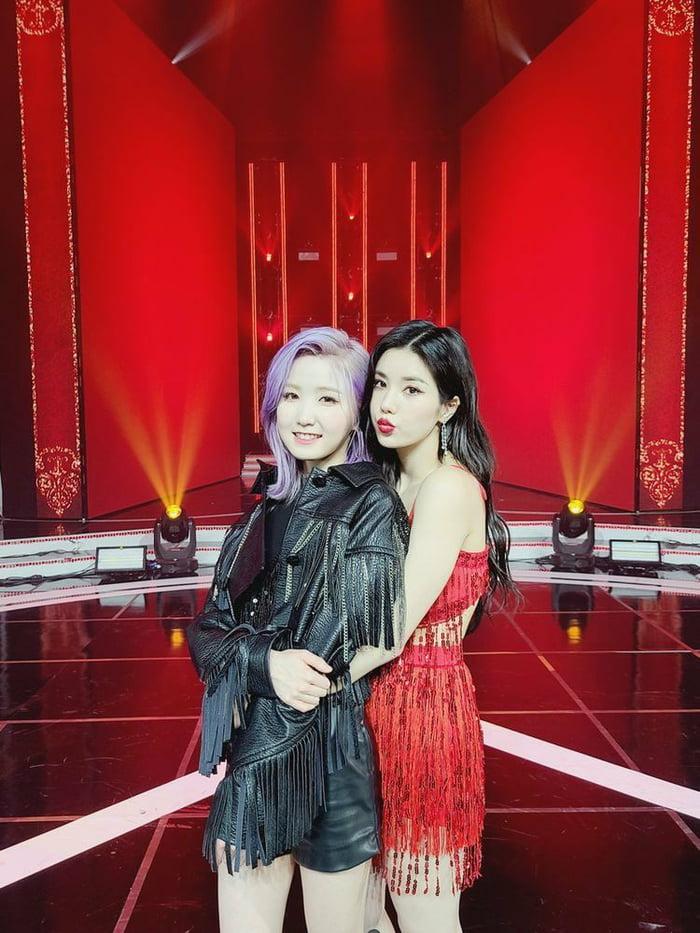 Photo : Hitomi and Eunbi