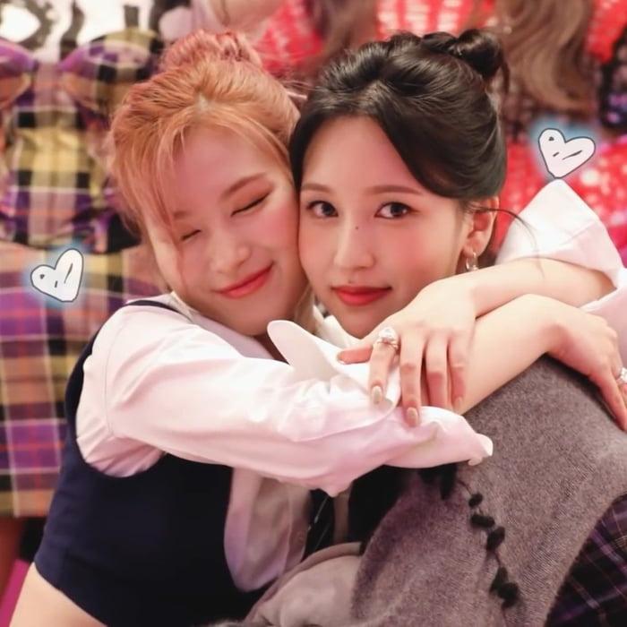Photo : Sana and Mina