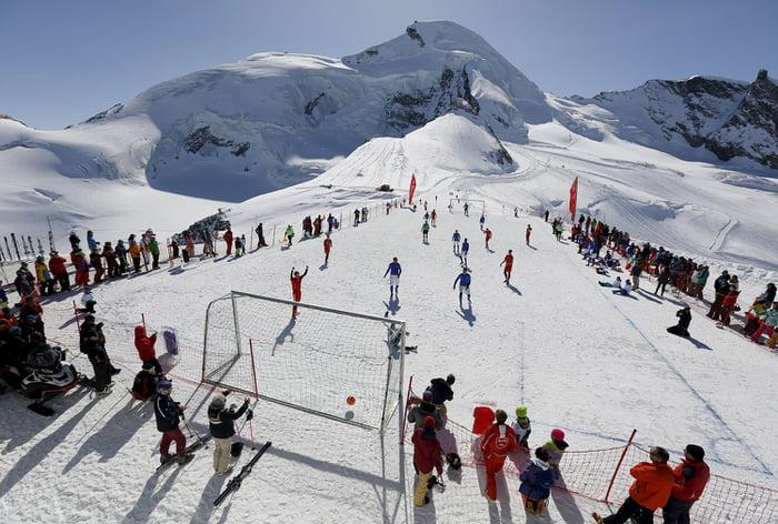 Gletser Allalin di Saas-Fee, Swiss | Sumber: 9gag